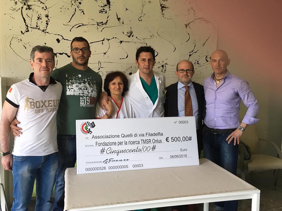 Donazione dell'assegno di 500 euro